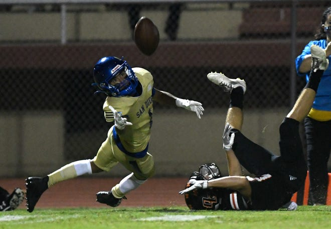 San Diego's Hector Gaza III, left, attempts to catch the ball at the game against Orange Grove, Saturday, Nov. 14, 2020, in Alice. Orange Grove won, 56-30.