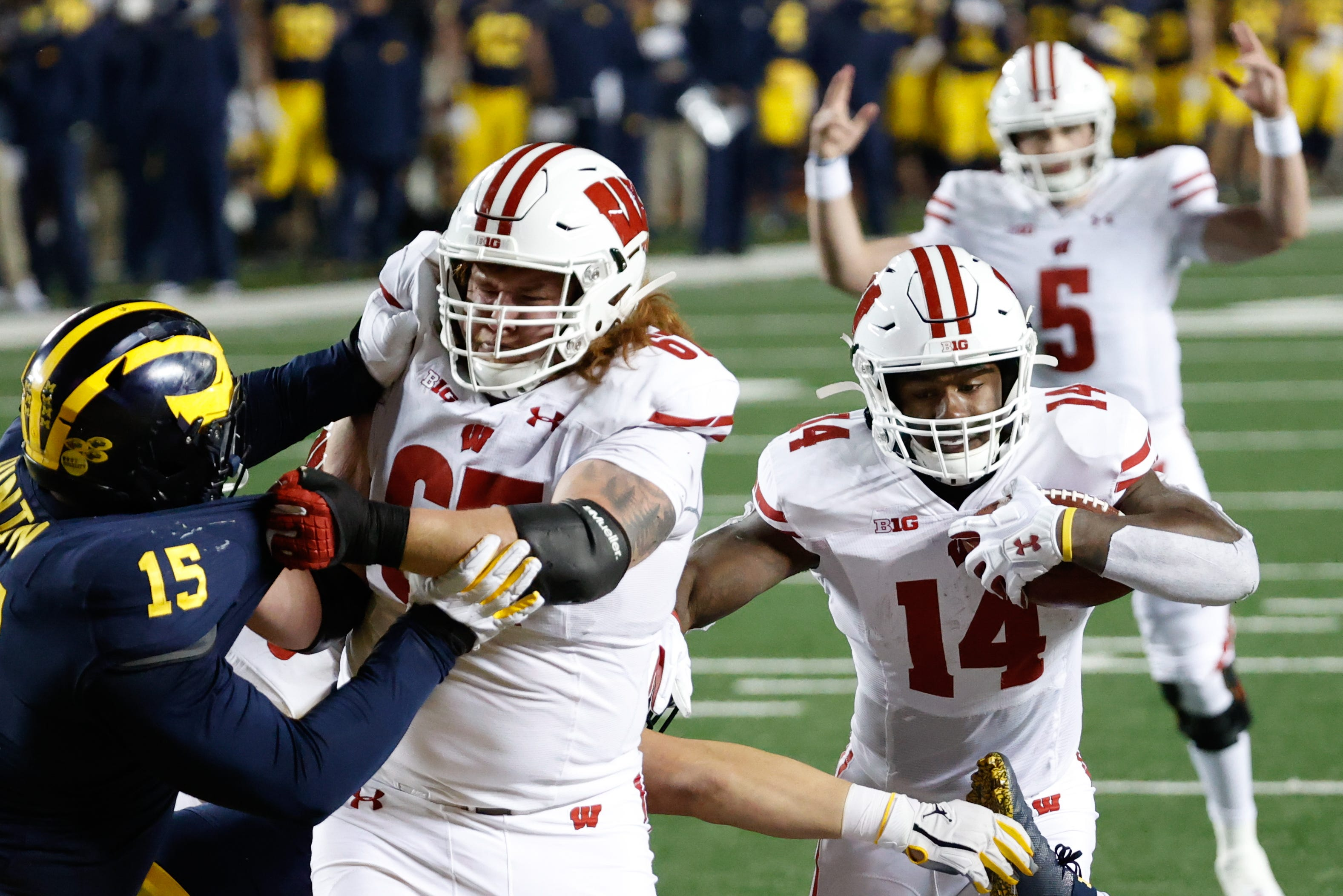 No. 14 Wisconsin leaves no doubt in domination of Michigan