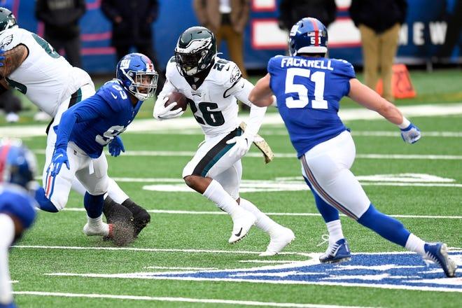 Eagles running back Miles Sanders picks up yardage against the Giants at MetLife Stadium on Sunday.
