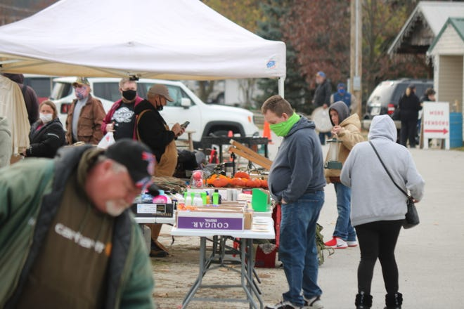 Most people at the flea market on Saturday were wearing masks, but there have been a few here and there that have not.