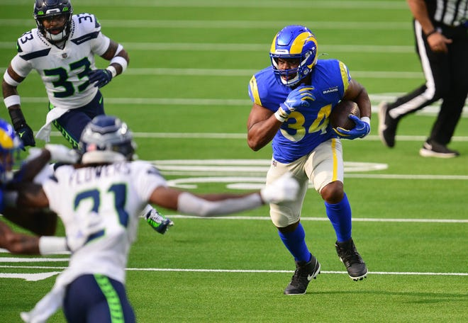 The Rams' Malcolm Brown runs against Seattle.