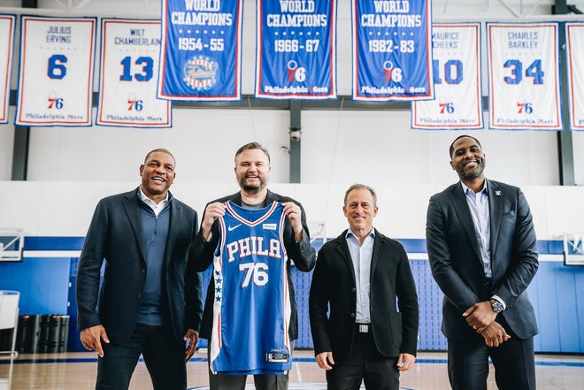 Sixers, from left, coach Doc Rivers, president of basketball operations Daryl Morey, managing partner Josh Harris and GM Elton Brand pose after Morey's introductory press conference.