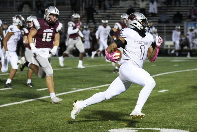 Junior Jaylen Jennings rushed for 1,623 yards and 22 touchdowns on 163 carries and was the district's Offensive Player of the Year.Harvest Prep finished 7-2, reaching a Division V regional semifinal.