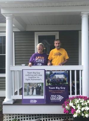 Arlene and Joe Liscinsky prepare for the Walk to End Alzheimer's.