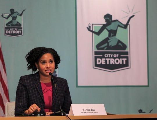 Dennis Fair, glavni uradnik za javno zdravje v Detroitu, je na novinarski konferenci 16. novembra 2020.