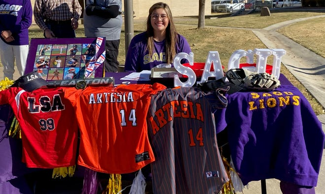 Brooke Kinnibrugh signs her letter of intent to play for Southwestern Assemblies of God University on Nov. 11, 2020, National Signing Day. Kinnibrugh was the designated hitter for the Artesia Lady Bulldogs in 2019 and hit .453 with 14 RBIs and one home run.