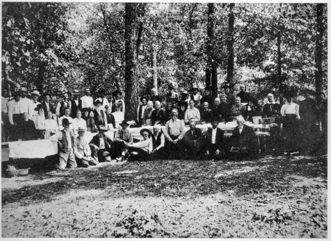 Reunion of Civil War soldiers hosted by Franklin Hoke Barnitz at Lake Spring, Missouri, 1910.