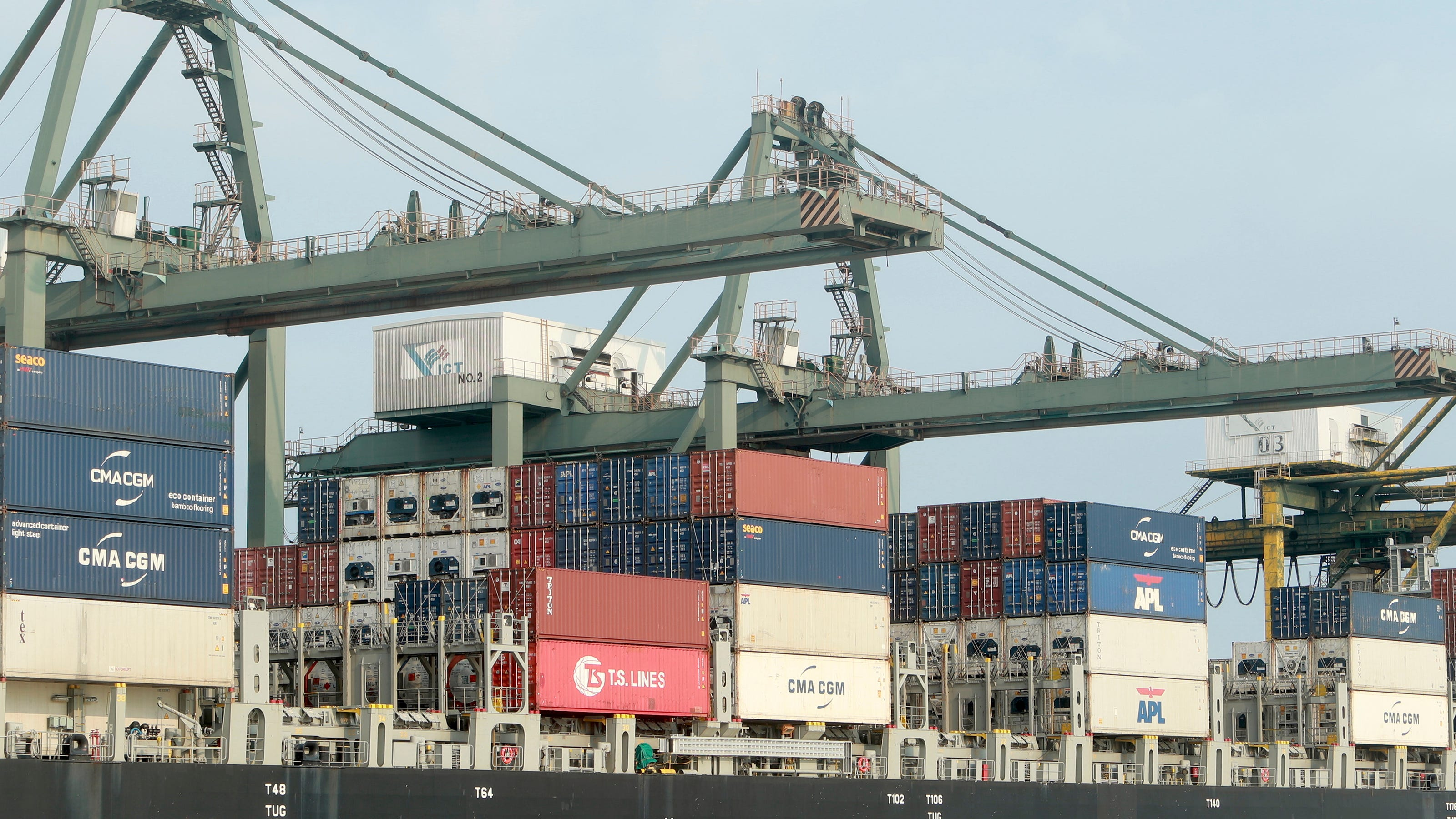 U.S. dairy exports continue, even as shipping issues create headwinds