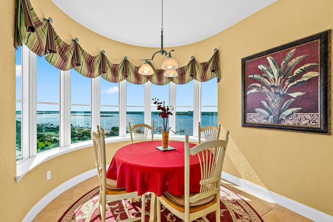 Unit 1400 at Oceans Grand in beautiful Daytona Beach Shores offers panoramic views of the ocean, the Intracoastal Waterway and the entire island from one of three balconies and the beautiful breakfast room.