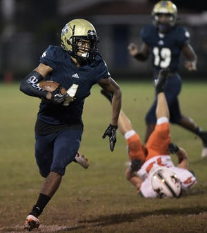 Sandalwood cornerback Jadon Canady runs for the end zone for a touchdown on a first-quarter punt return against Mandarin.