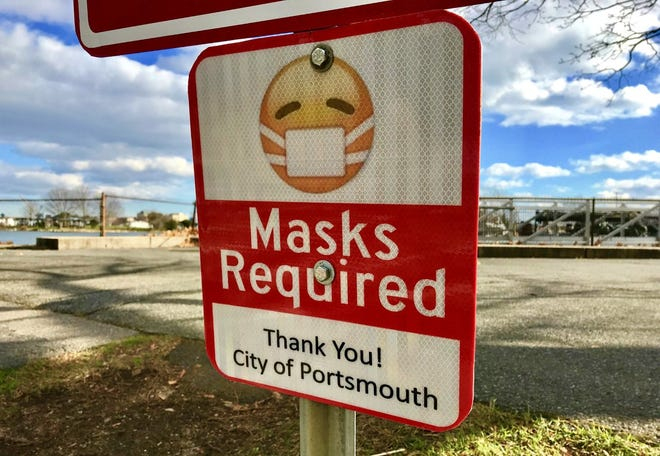 A sign in Prescott Park reminds guests of the city of Portsmouth's mask mandate.