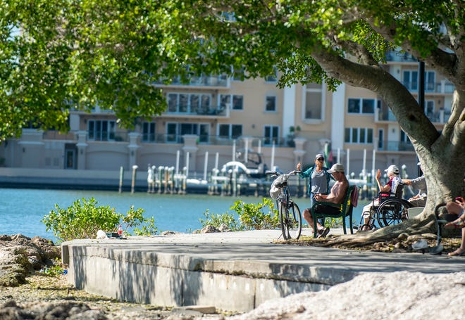 A scene at Sarasota's bayfront park during the temperature drop on Tuesday, Nov. 17, 2020.