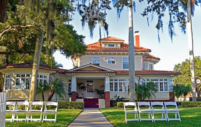 This home was built in 1913 by J.A. Lamb, the son of Samuel Sparks Lamb who one of the founders of Palmetto. It is now the Palmetto Riverside Bed and Breakfast. The Palmetto Historic District contains some 208 historic buildings bounded by Twenty-first Avenue, Seventh Street, Fifth Avenue, and the Manatee River area.