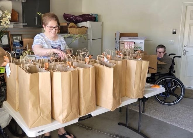 "Volunteers with the Assistance League of Victor Valley recently filled and delivered over 200 ""Thanksgiving Feast Bags"" for needy families in the Victor Elementary School District."