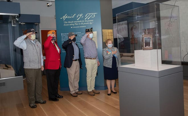 Pictured from left: U. S. Veterans Bill Rose, Navy, of Bolton.; Warren Griffin, Marine Corps League, of Holliston; Philip Peck, Army, of Framingham; Dick Krug, Veterans Agent, of Concord; and Paula Pratt Renkas, State Regent Massachusetts, Daughters of the American Revolution, of Franklin.