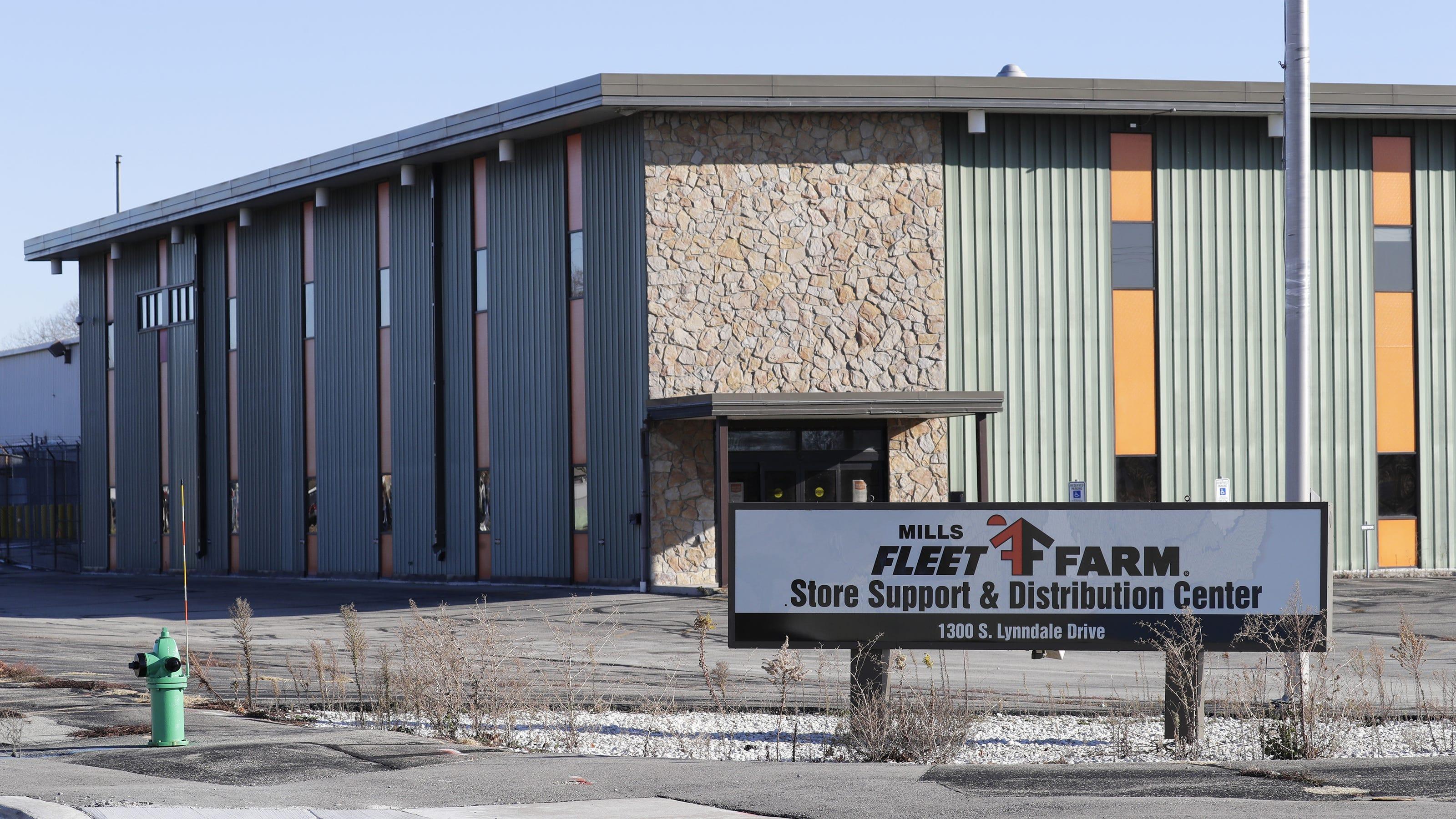 Fleet Farm Files Warn Notice With Dwd Of 42 Job Cuts In Appleton