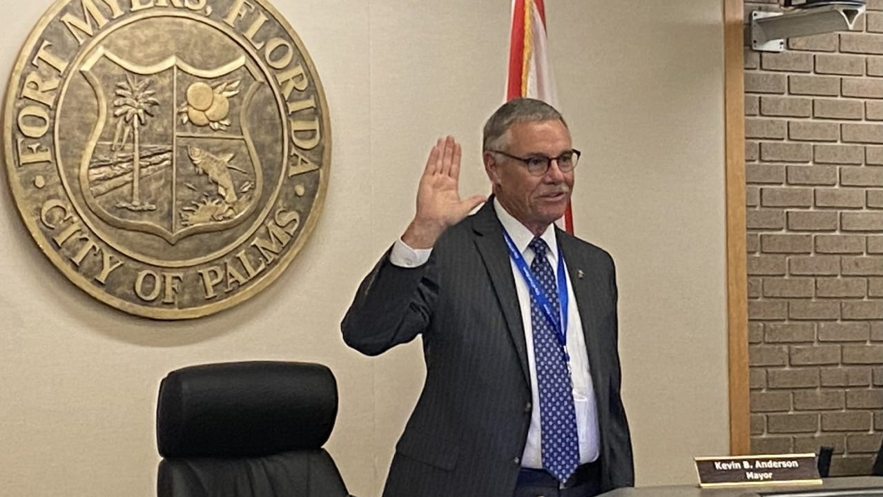 Kevin Anderson was sworn in as the mayor of Fort Myers during Monday's city council meeting.