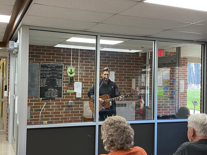Residents at Rocky Knoll Health Care Center are still able to enjoy live music during the COVID-19 with the musician in a corridor.