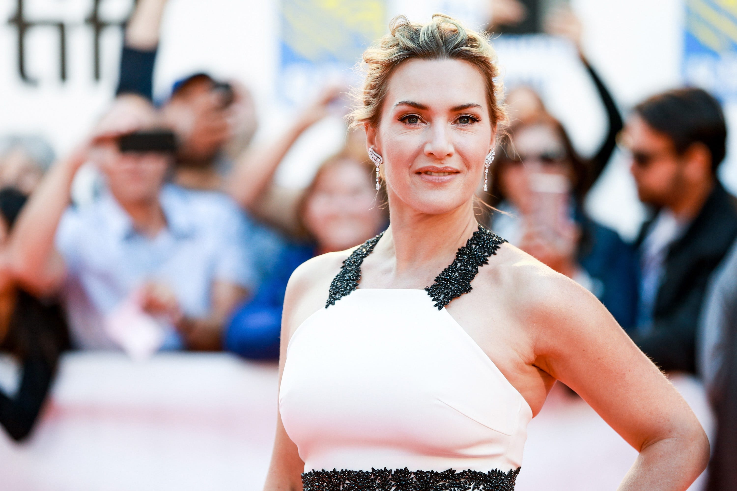 Yeah, I m definitely dead : Kate Winslet held her breath for 7 minutes filming  Avatar 2  underwater