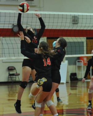 Central Davidson's Salem Ward makes a play at the net against East Surry during their season-opening match Tuesday night.