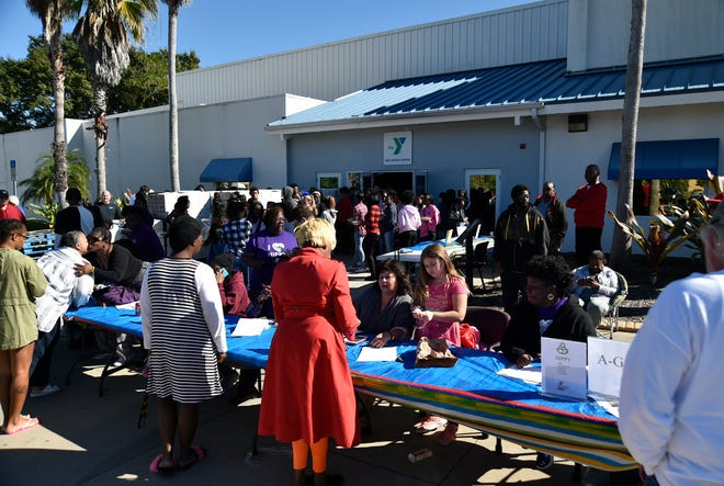 Families pick up Thanksgiving dinners in 2018 at the Frank G. Berlin Sr. Branch of the Sarasota YMCA. Organizers of the annual giveaway have raised nearly $40,000 this year.