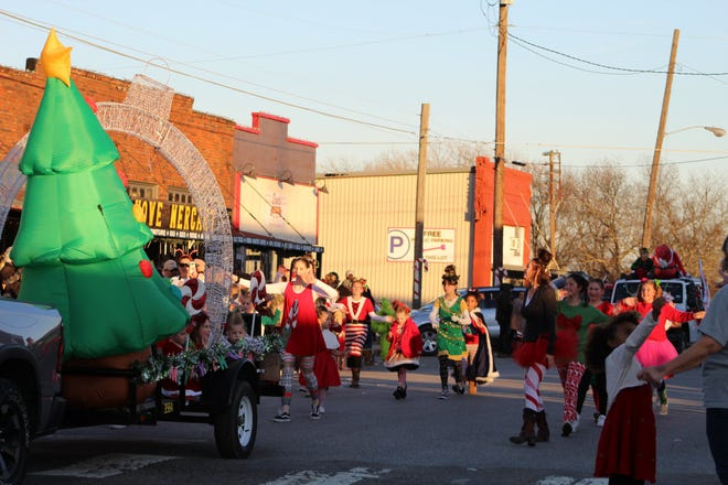 he Howe Christmas Parade route will be the same as last year's holiday event.
