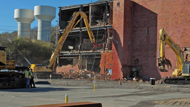 EM crews begin knocking down the three-story 65,000-square-foot Building 9210 at Oak Ridge on Nov. 16.