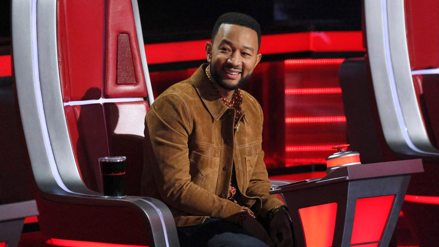 'The Voice': John Legend calls country singer 'boring,' Gwen Stefani steals him from fiancé Blake Shelton