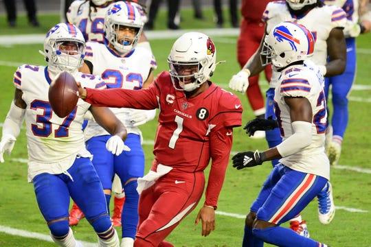 Arizona Cardinals quarterback Kyler Murray (1) runs for a touchdown against the Buffalo Bills during the second half at State Farm Stadium.