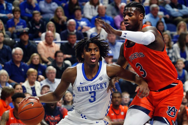 Kentucky's Tyrese Maxey, 3, drives on Auburn's Danjel Purifoy.
