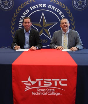 Jeff Kilgore (left), vice chancellor and chief academic officer of TSTC, and Dr. Cory Hines, HPU president, sign an articulation agreement between their respective institutions that will help provide expanded opportunities to students.