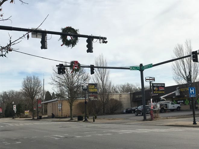 Several traffic lights were out in the area south of Liberty Street including the intersection at Beall Avenue and Liberty Street on Thursday afternoon. More than 900 AEP Ohio customers were affected.