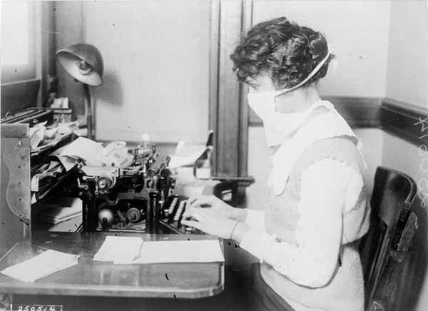 Typist wearing mask, New York City, Oct. 16, 1918.