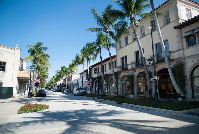 Worth Avenue stores are gearing up for a holiday season with COVID-19 precautions in place.  [MEGHAN MCCARTHY/palmbeachdailynews.com]