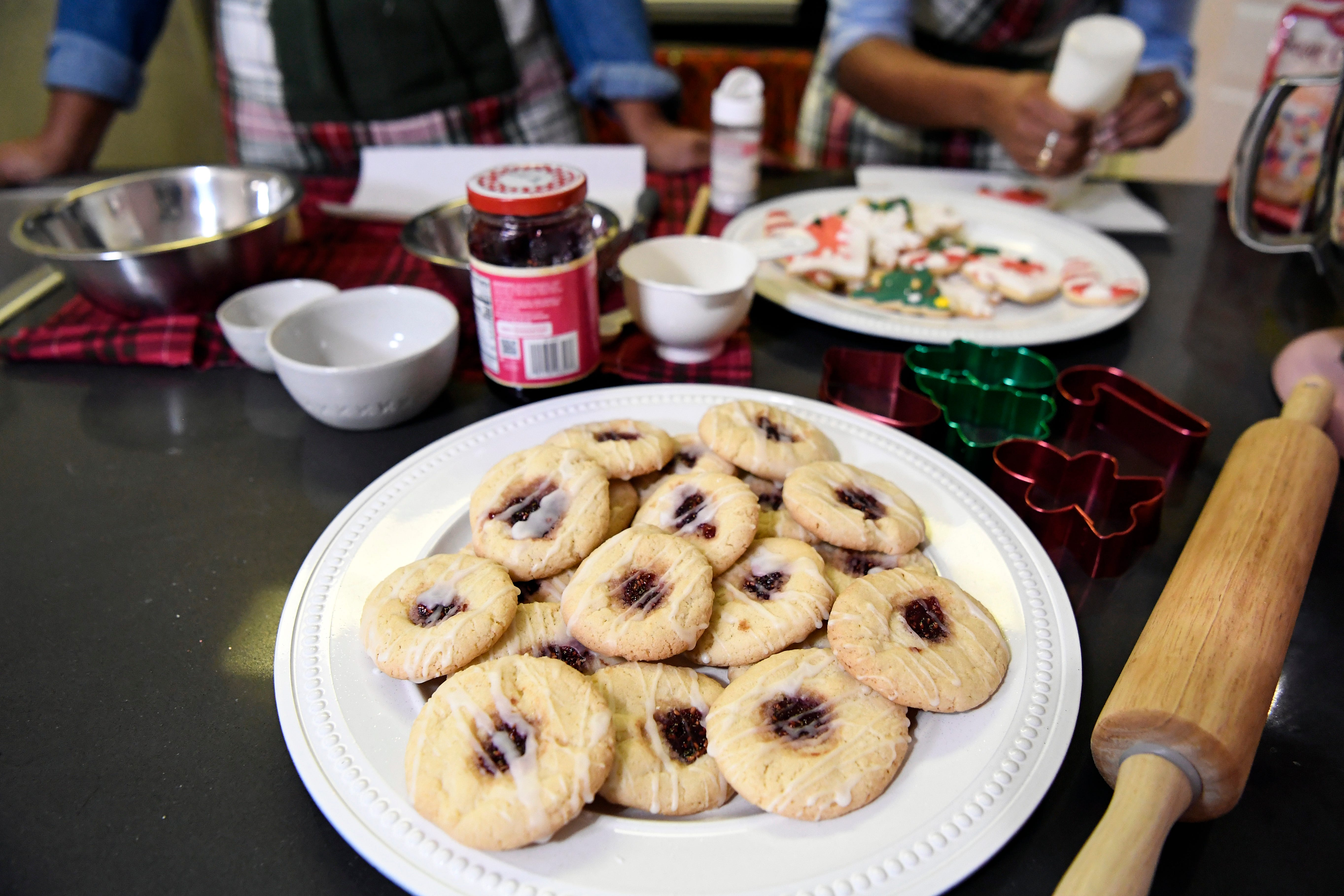 Twin sisters use baking to stay connected in time of COVID