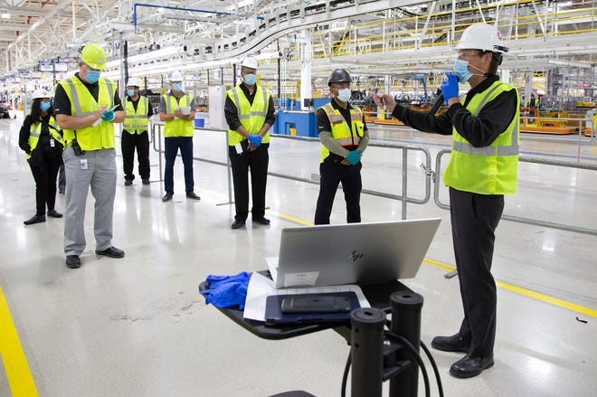 Mack Plant Manager Michael Brieda (right) conducts a daily operations meeting with his management team in the body shop of the new plant. FCA is investing $1.6 billion to build the first new assembly plant in nearly 30 years in Detroit, bringing 3,850 new jobs to the city.