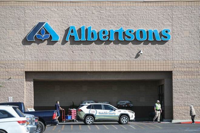 After being ordered to close by the state due to COVID-19 rapid responses, Albertsons on Lohman Avenue will be opening Wednesday at noon.