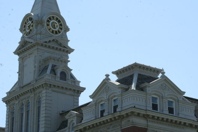 Henry County courthouse clock