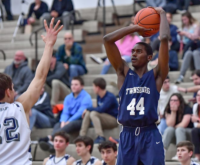 Twinsburg's Dante' Yarbrough looks to shoot during a game against Hudson last season. Boys basketball and all other sports in the Twinsburg City School District has been put on hold until Dec. 7.