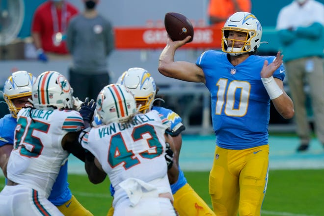 With one touchdown pass on Sunday against the New York Jets, Los Angeles Chargers quarterback Justin Herbert (10) would be the fourth-fastest player to 20 touchdown passes in NFL history.
