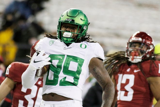 Tight end DJ Johnson (89) has a touchdown reception in both of Oregon's game this season.