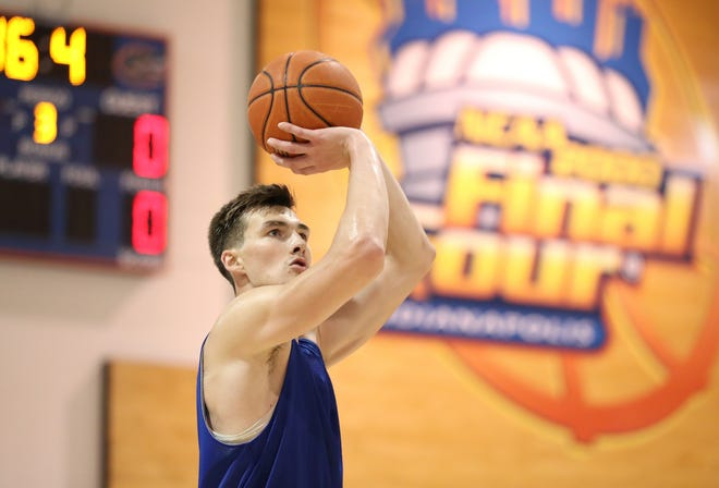 Colin Castleton during the Gators' practice last month at Basketball Practice Facility.