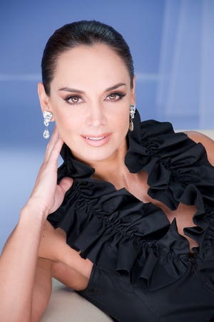 La ex Miss Universo mexicana Lupita Jones creó la empresa Mexicana Universal,  y  ahora está con TV Azteca para elegir a las reinas de belleza que representen a México en certámenes internacionales.