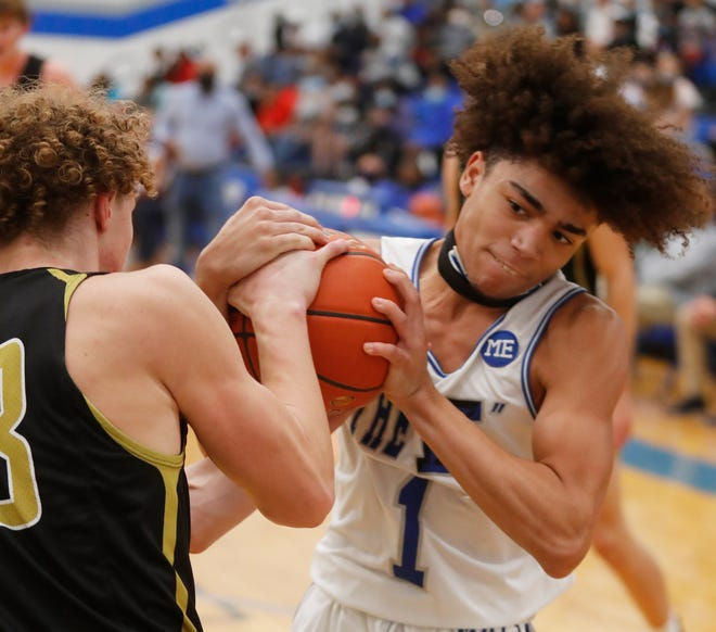 Amarillo's Chris Dees (23) and Estacado's DeLauren Gordon (1) get tied up for a jump ball in the first half of a non-district game on Nov. 20 at Estacado High School. (Mark Rogers/For A-J Media)