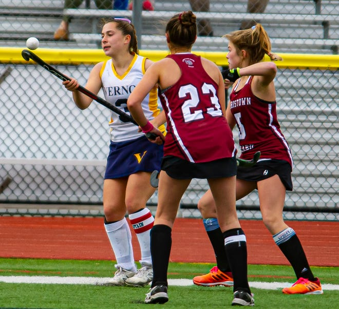 It looks as if Vernon's Alicia Mihalko (3) is balancing the ball on her stick at the Girl's Field Hockey Championship between Morristown-Beard and Vernon at Vernon High School in Vernon, November 21, 2020. (Photo by Warren Westura for the New Jersey Herald)