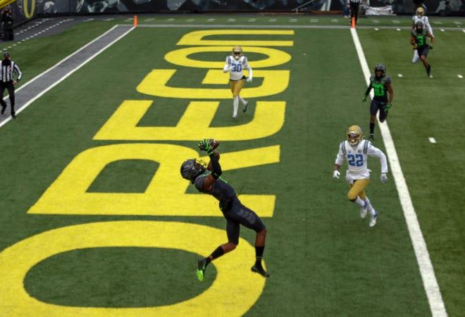 Oregon wide receiver Devon Williams (2) hauls in the Ducks' first touchdown against UCLA on Saturday.