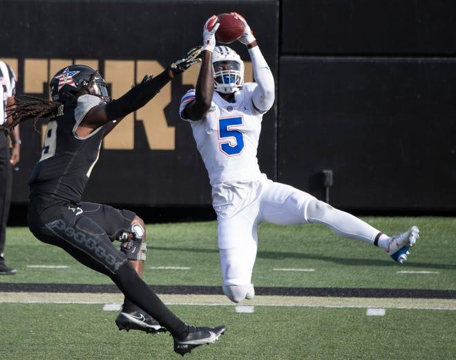 Florida defensive back Kaiir Elam pulls in an interception over Vanderbilt wide receiver Chris Pierce Jr. (19) during the fourth quarter of the Nov. 21 game at Vanderbilt Stadium.