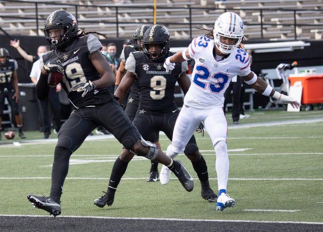 Vanderbilt wide receiver Chris Pierce Jr. (19) scores a touchdown past Florida defensive back Jaydon Hill (23) during the third quarter Saturday at Vanderbilt Stadium in Nashville, Tenn.