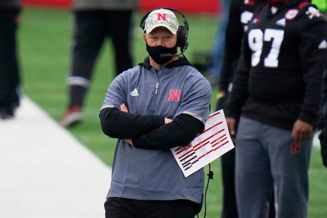 El entrenador de Nebraska, Scott Frost, y los Cornhuskers alcanzaron un nuevo mínimo el sábado con una derrota ante Illinois.