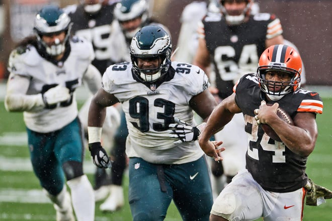 Browns running back Nick Chubb rushes during the second half of Sunday's game against the Philadelphia Eagles in Cleveland.
